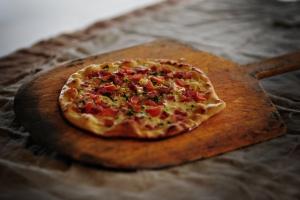 Hand tossed authentic Italian Pizza